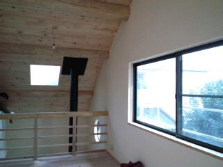 二階にも広い窓.jpg